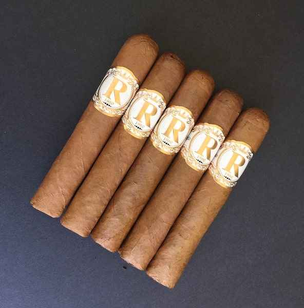 (#44) New Product - Ricardo Petit Robusto Connecticut Wrapper 5 x 52 - 5 Pack